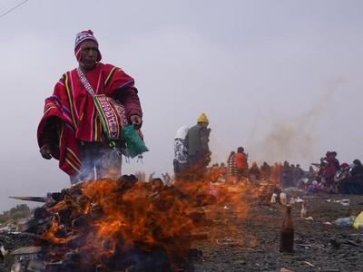 Intip  Ritual Penghormatan Ibu Bumi Pachamama di Bolivia