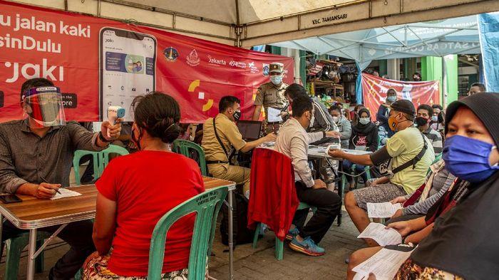 Pemprov DKI Jakarta mengumumkan pencapaian vaksinasi yang telah mencapai 7,5 juta dosis, Meski telah memenuhi target dari Jokowi namun hingga kini proses vaksinasi di DKI masih terus ditingkatkan.