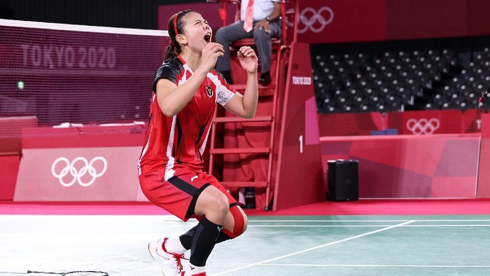 CHOFU, JAPAN - JULY 31: Greysia Polii and Apriyani Rahayu(not in picture) of Team Indonesia celebrate after their victory against Lee Sohee and Shin Seungchan of Team South Korea during a Women's Doubles Semi-final match on day eight of the Tokyo 2020 Olympic Games at Musashino Forest Sport Plaza on July 31, 2021 in Chofu, Tokyo, Japan. (Photo by Lintao Zhang/Getty Images)