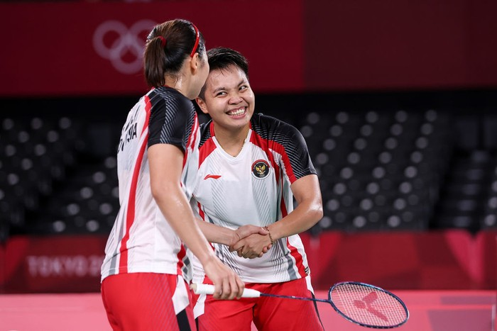 CHOFU, JAPAN - JULY 31: Greysia Polii(right) and Apriyani Rahayu of Team Indonesia celebrate after their victory against Lee Sohee and Shin Seungchan of Team South Korea during a Women's Doubles Semi-final match on day eight of the Tokyo 2020 Olympic Games at Musashino Forest Sport Plaza on July 31, 2021 in Chofu, Tokyo, Japan. (Photo by Lintao Zhang/Getty Images)