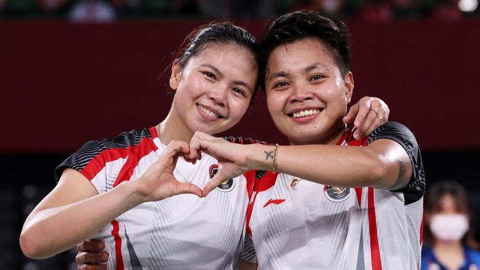 CHOFU, JAPAN - AUGUST 02: Greysia Polii(left) and Apriyani Rahayu of Team Indonesia celebrate as they win against Chen Qing Chen and Jia Yi Fan of Team China during the Women's Doubles Gold Medal match on day ten of the Tokyo 2020 Olympic Games at Musashino Forest Sport Plaza on August 02, 2021 in Chofu, Tokyo, Japan. (Photo by Lintao Zhang/Getty Images)