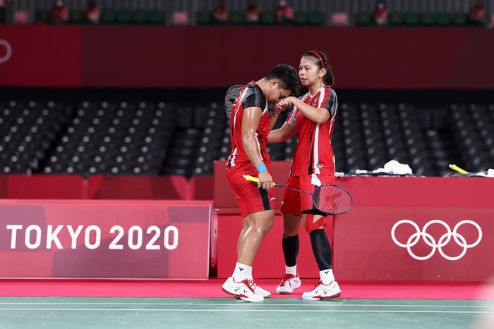 CHOFU, JAPAN - JULY 31: Greysia Polii(right) and Apriyani Rahayu of Team Indonesia react as they compete against Lee Sohee and Shin Seungchan of Team South Korea during a Women's Doubles Semi-final match on day eight of the Tokyo 2020 Olympic Games at Musashino Forest Sport Plaza on July 31, 2021 in Chofu, Tokyo, Japan. (Photo by Lintao Zhang/Getty Images)