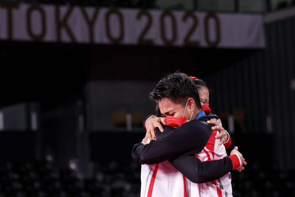 CHOFU, JAPAN - AUGUST 02: Gold medalists Greysia Polii(left) and Apriyani Rahayu of Team Indonesia show their emotion during the medal ceremony for the Women's Doubles badminton event on day ten of the Tokyo 2020 Olympic Games at Musashino Forest Sport Plaza on August 02, 2021 in Chofu, Tokyo, Japan. (Photo by Lintao Zhang/Getty Images)