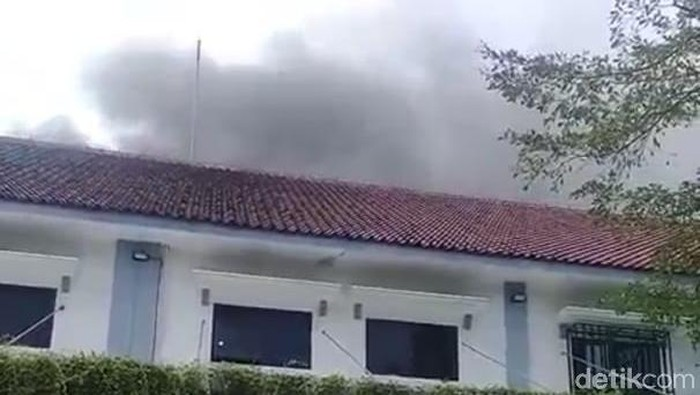 gudang RSUD Jombang terbakar