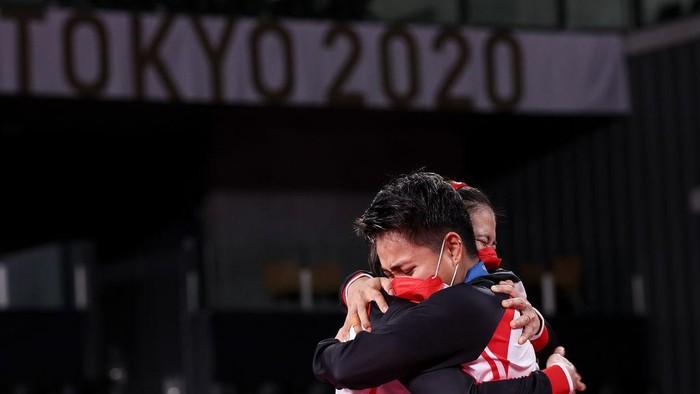 Berikut adalah deretan pebulutangkis Indonesia yang sukses mengharumkan nama bangsa lewat medali emas di ajang olimpiade.