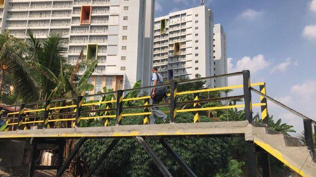 Jembatan bamu reyot di Kebon Jeruk, Jakarta Barat selesai diperbaiki. Kini jembatan tersebut menjadi beton.