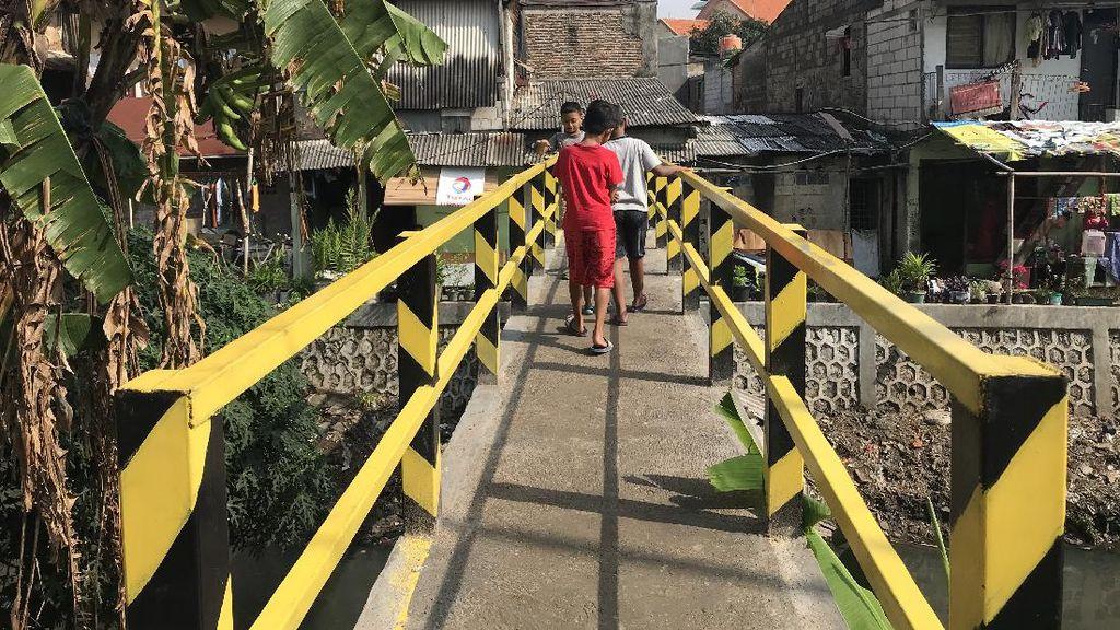 Jembatan Reyot di Kebon Jeruk Jadi Beton, Warga Tak Khawatir Lagi Terjatuh