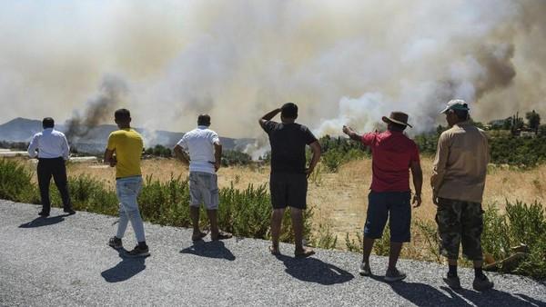 Pemerintah akan menanggung biaya sewa untuk orang-orang yang terkena dampak kebakaran dan membangun kembali rumah mereka.Foyo (AP)