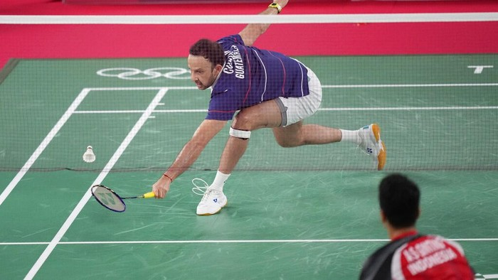 Guatemala's Kevin Cordon drips his racket during a match against Indonesia's Anthony Sinisuka Ginting in men's singles bronze medal Badminton match at the 2020 Summer Olympics, Monday, Aug. 2, 2021, in Tokyo, Japan. (AP Photo/Dita Alangkara)