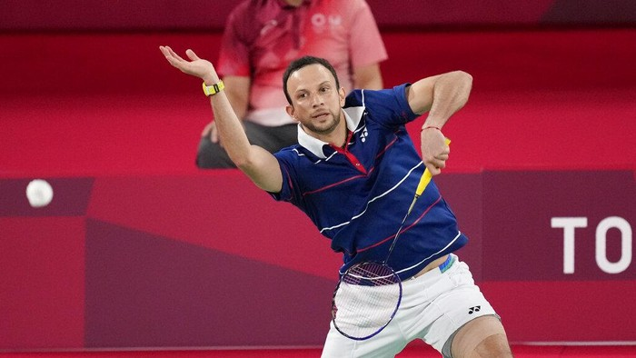 Guatemalas Kevin Cordon plays against Indonesias Anthony Sinisuka Ginting during their mens singles bronze medal Badminton match at the 2020 Summer Olympics, Monday, Aug. 2, 2021, in Tokyo, Japan. (AP Photo/Dita Alangkara)