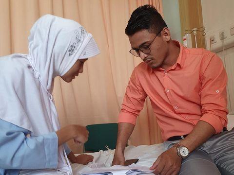 Kisah viral di TikTok istri jadi saksi pernikahan suami dan mantan pacar.