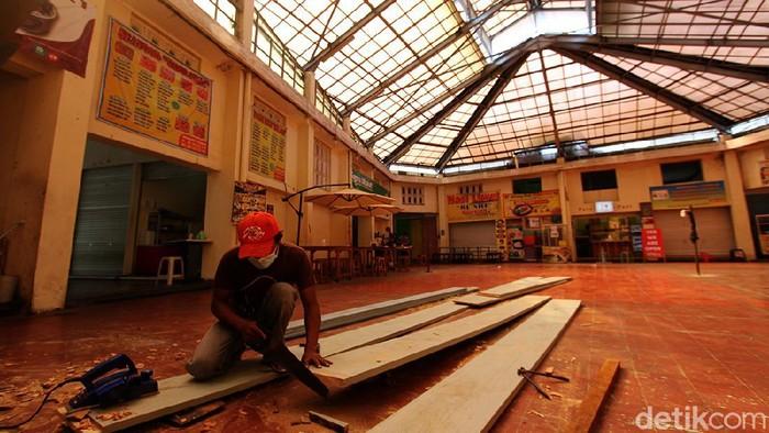 Momen penutupan pasar yang merupakan kebijakan dari PPKM dimanfaatkan pengelola Pasar Gede Solo untuk melakukan renovasi.