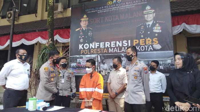 PA (34) melakukan aksi penipuan dalam bisnis properti di Kota Malang. Korban mengalami kerugian Rp 1,2 miliar.