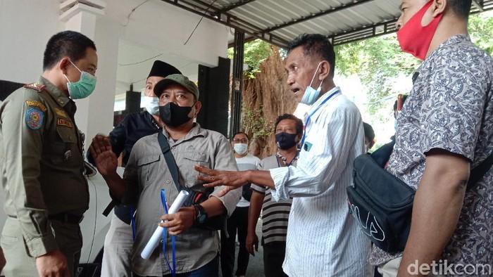 Perwakilan PKL di Kudus sempat adu mulut dengan Satpol PP saat audiensi di Pendopo Kudus, Senin (2/8/2021)