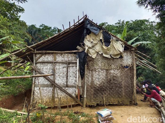 Pilu keluarga di Cianjur huni gubug reyot hingga hanya makan singkong