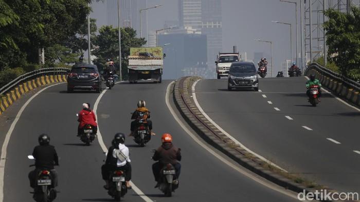 Arus lalu lintas terpantau ramai lancar di sejumlah pos penyekatan di beberapa titik pada masa Pemberlakuan pembatasan kegiatan masyarakat (PPKM) Level 4 di Jakarta, yang akan berakhir Senin (02/08/2021).