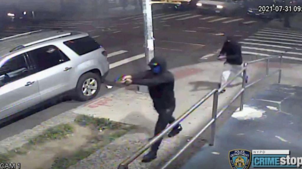 Rekaman CCTV Penembakan yang Lukai 10 Orang di New York