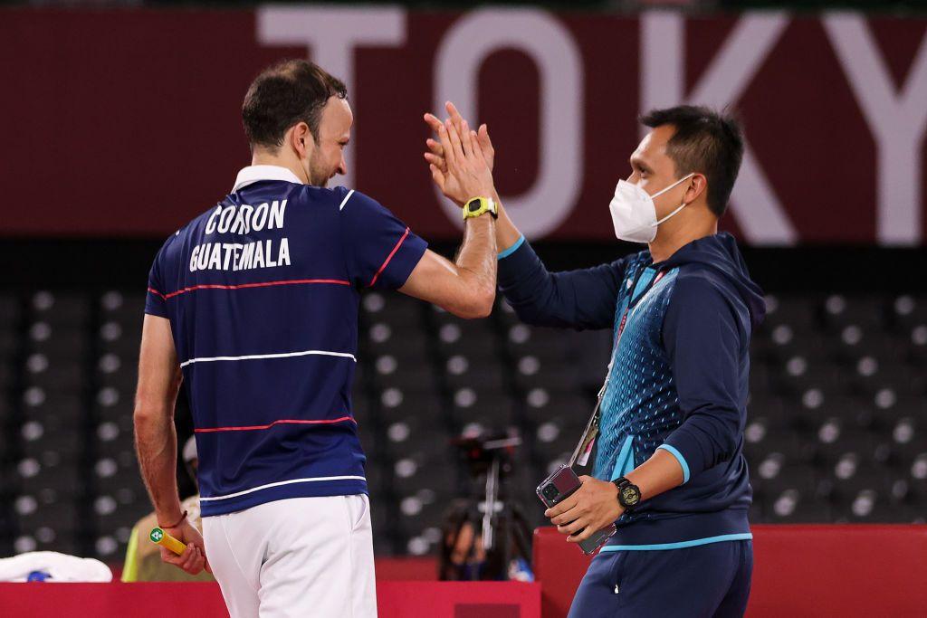 Sosok Pelatih asal Indonesia Muamar Qadafi menjadi sorotan usai berhasil mengantarkan atlet Badminton asal Guatemala Kevin Cordon ke babak semifinal. Seperti apa perjuangan mereka di Olimpiade Tokyo ini, yuk kita lihat.