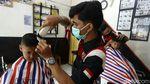 Suasana Potong Rambut di Barbershop Saat PKKM Level 4