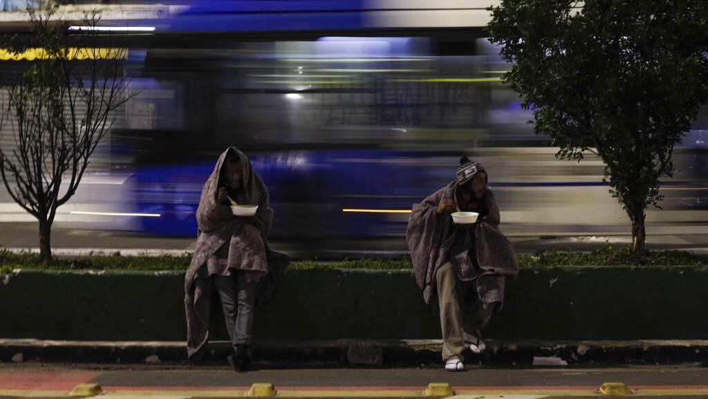 Mati-matian Tunawisma Brasil di Tengah Pandemi dan Cuaca Dingin