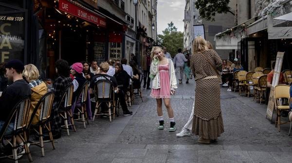 Juru bicara pemerintah Prancis mengatakan mulai 9 Agustus negara tersebut akan memberlakukan Undang-Undang (UU) baru yang mewajibkan membawa paspor kesehatan untuk mengunjungi kafe, naik pesawat, maupun bepergian menggunakan kereta api antar kota.