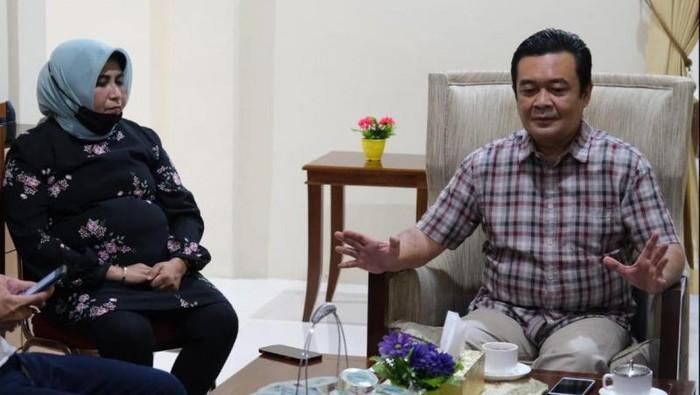 Walkot Tanjungpinang, Rahma (kiri) dan suaminya (kanan)-(ANTARA)