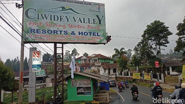 (Bendera putih) sebagai bentuk ekspresi, karena kami enggak mampu dengan kondisi seperti ini, ujar Bagian Administrasi Ciwidey Valley Bangkit Satria kepada detikcom.