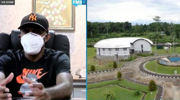 Boaz Solossa mengungkap PON XX Papua sesuai jadwal.