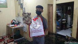 Bahagia Bocah Penjual Gorengan di Bogor Dapat Bantuan dari Jokowi