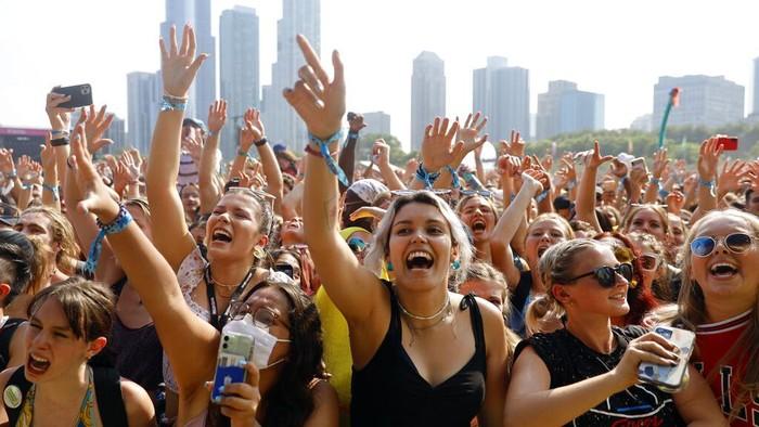 Kasus COVID-19 di Amerika kembali meningkat imbas varian Delta. Meski begitu, festival musik tetap digelar dan dihadiri oleh ribuan warga. Ini potretnya.
