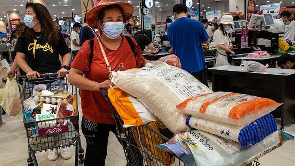 Suasana Warga Wuhan Panic Buying Setelah Muncul Kasus Corona Varian Delta