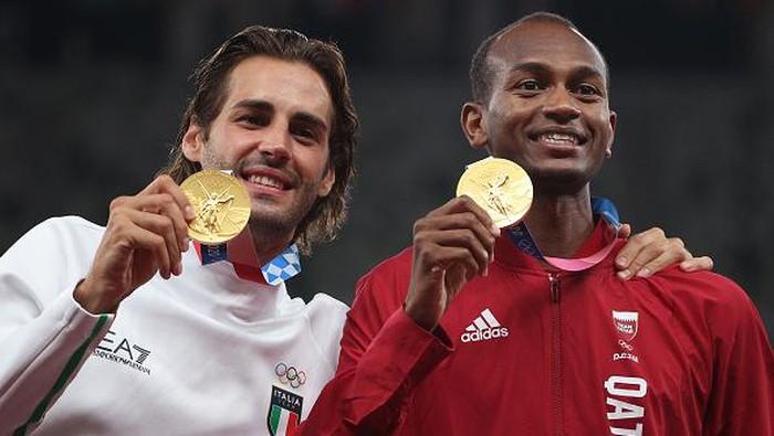 Ada kejadian tak biasa di nomor lompat tinggi putra Olimpiade Tokyo 2020. Gianmarco Tamberi (Italia) dan Mutaz Essa Barshim (Qatar) sepakat berbagi medali emas.
