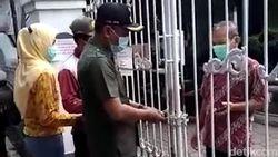 Heboh, Kades di Jombang Gembok Pintu Gerbang Puskesmas