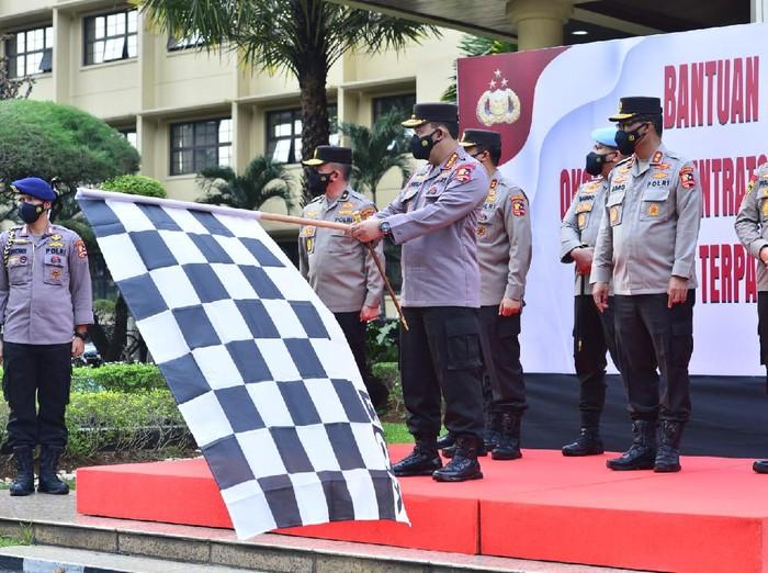 Kapolri Jenderal Listyo Sigit memberi bantuan 1.000 konsentrator oksigen