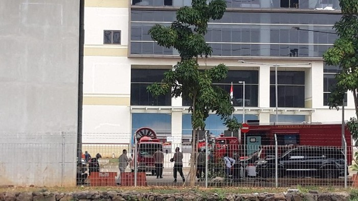 Kebakaran di kantor LRT di Kelapa Gading, Jakut (Foto: Rakha/detikcom)
