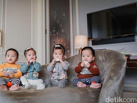 Kisah pasutri setelah 3 kali gagal bayi tabung, kini mendapatkan empat bayi kembar.