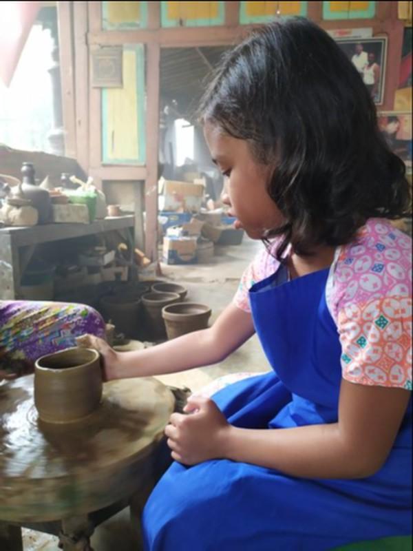 Senang sekali belajar membuat gerabah di Dusun Klipoh, Magelang.