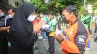 Pemkab Banyuwangi Salurkan 1,9 Ton Beras kepada Pengemudi Ojol
