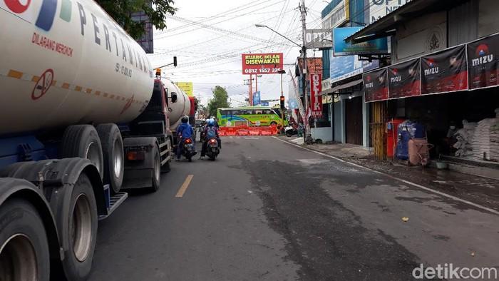 Penutupan ruas Jalan Bantul di simpang 4 Dongkelan, Selasa (3/8/2021).