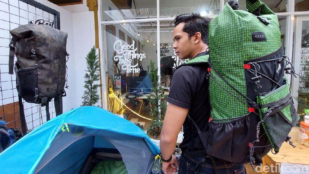 Hobi Mendaki, Pria Bandung Barat Raup Cuan dari Bisnis Peralatan Outdoor