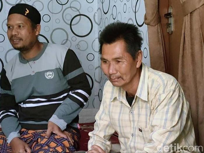 Mang Eman (51) yang viral karena membeli nasi padang dengan uang Rp 5.000 berbagi rezeki. Ia membagikan donasi yang diterimanya kepada anak yatim.