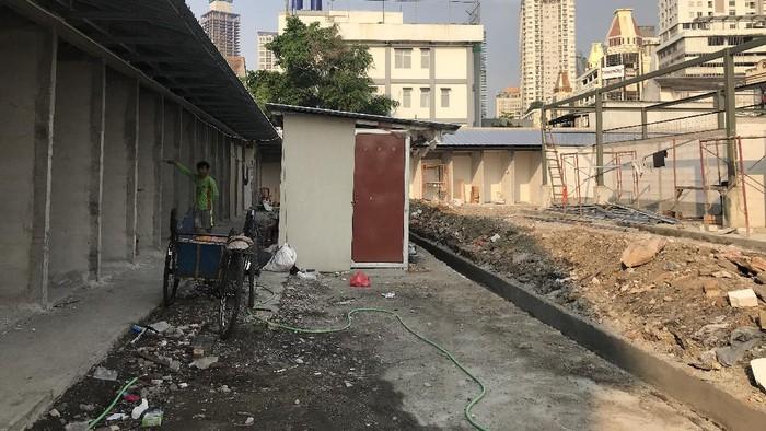 Proyek pembangunan Pasar Kambing Tanah Abang masih dikerjakan.