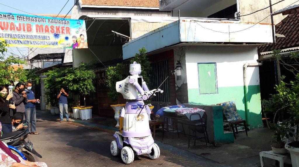 Warga di Surabaya Bikin Robot yang Bisa Bantu Pasien Isoman