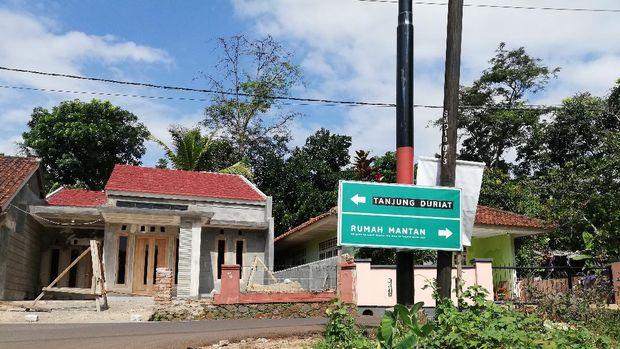 Rumah mantan dan pemandangan Waduk Jatigede Sumedang