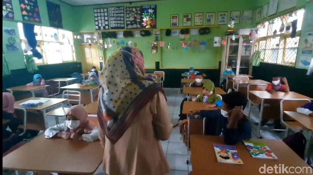 Masuk Level 2, Tasikmalaya Izinkan Sekolah Tatap Muka-Resepsi Nikah