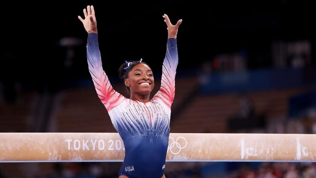 Berkostum 7.600 Kristal, Simone Biles Kembali dan Raih Perunggu di Olimpiade