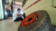 Perpanjangan PPKM, Nasib Sopir Angkot di Surabaya Makin Nelangsa