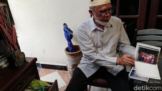 Suratman, ayah Muammar Qadafi yang merupakan pelatih Kevin Cordon.