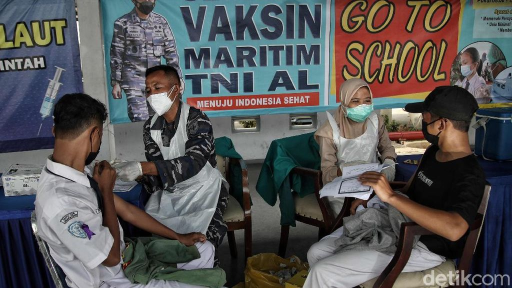 Vaksinasi 2.000 Pelajar oleh Kolinlamil TNI AL