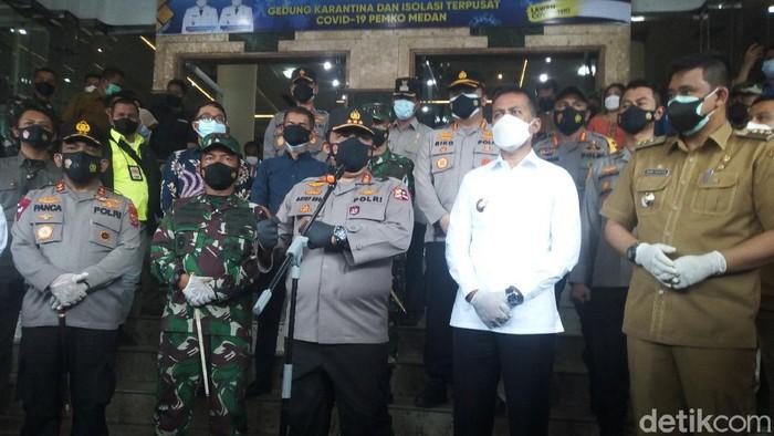 Wakapolri Komjen Gatot Eddy Pramono kunker ke Sumut. Dia mengecek langsung kegiatan vaksinasi hingga tempat isolasi terpusat di Kota Medan. (Datuk Haris/detikcom)